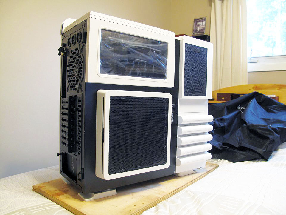 Thermaltake Level 10 GT Snow Edition - unboxed 2