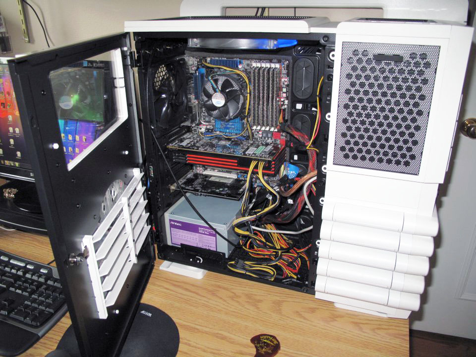 Thermaltake Level 10 GT Snow Edition - assembled interior
